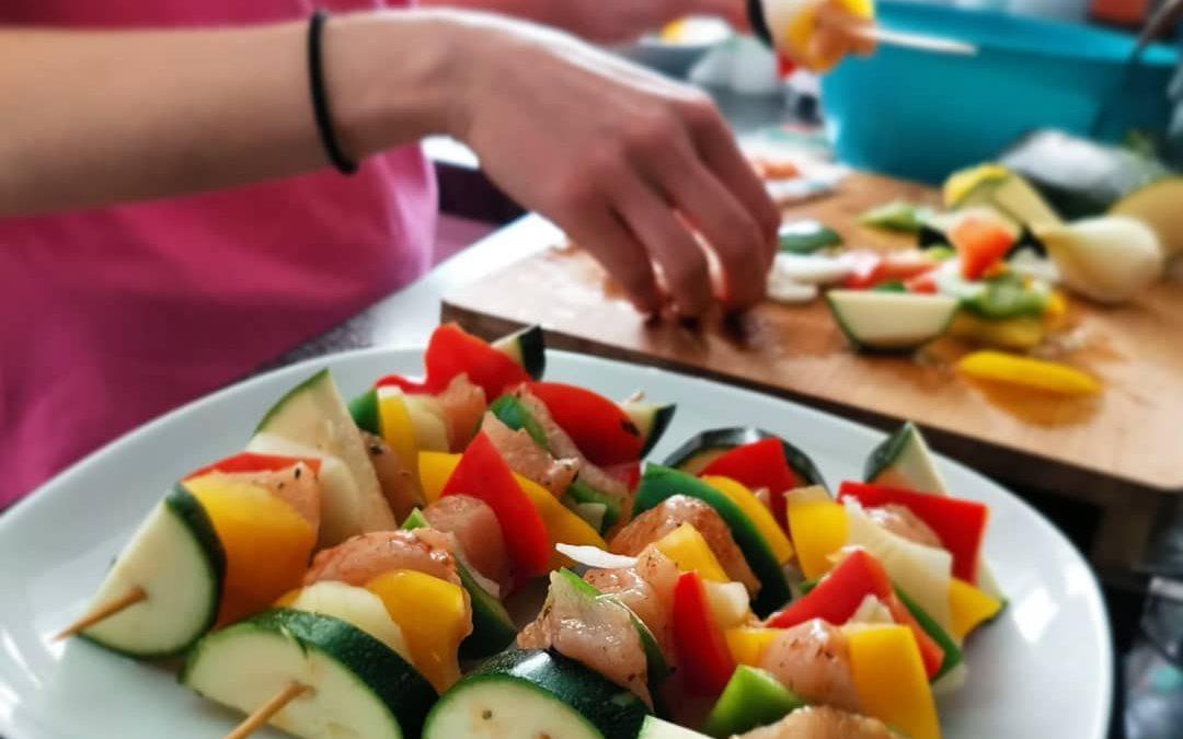 Szaszłyki mięsno-warzywne na grilla