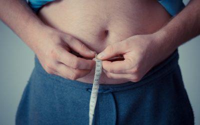 Jak zrzucić tłuszcz na brzuchu? Rady na płaski brzuch.